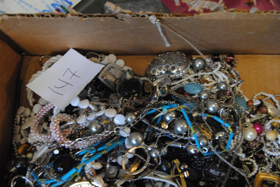 6LB UNSEARCHED UNSORTED JEWELRY - 2