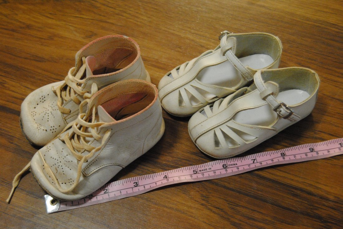 LOT OF 2 PAIRS VINTAGE BABY/ DOLL SHOES