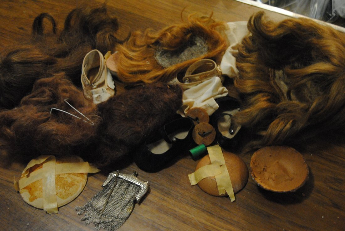 LOT OF DOLL ITEMS..SILVER MESH PURSE, DOLL WIGS, PATES