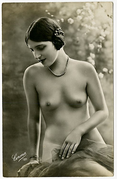 Four photo postcards of nudes. - 2