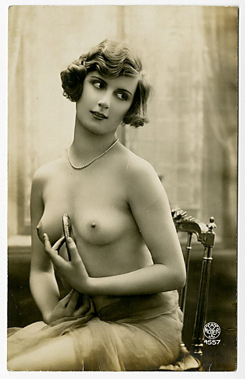 Four photo postcards of nudes. - 3