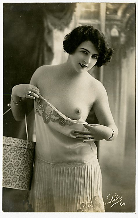 Four photo postcards of nudes. - 4