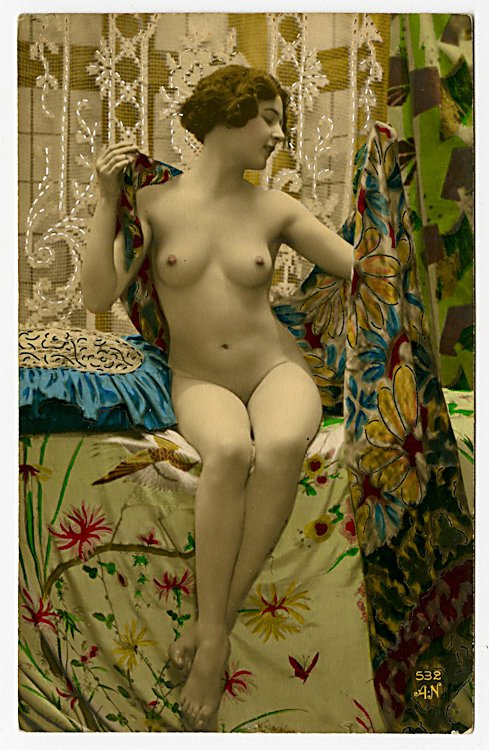 Two colored photo postcards of nudes. - 2