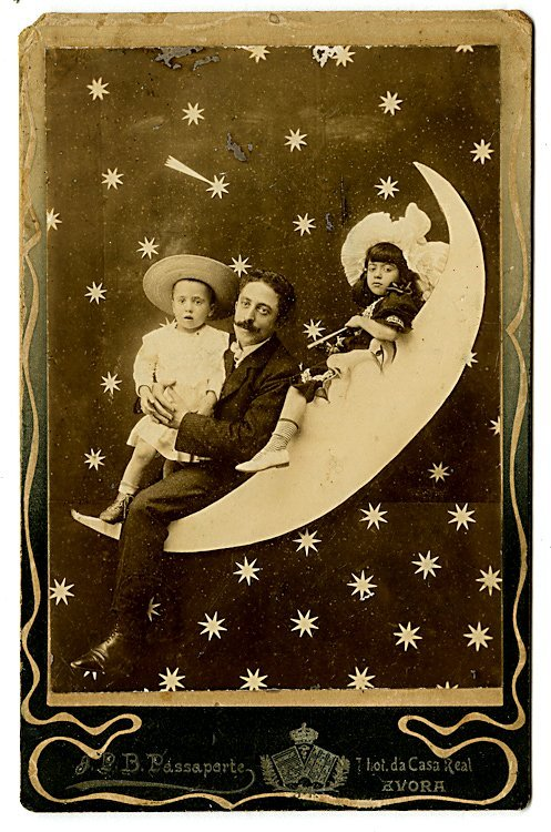 The moon. Five cabinet cards. - 2