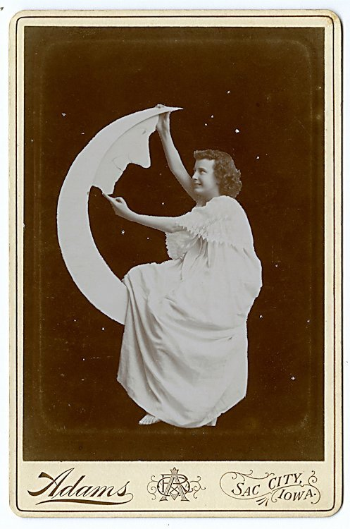 The moon. Five cabinet cards. - 3