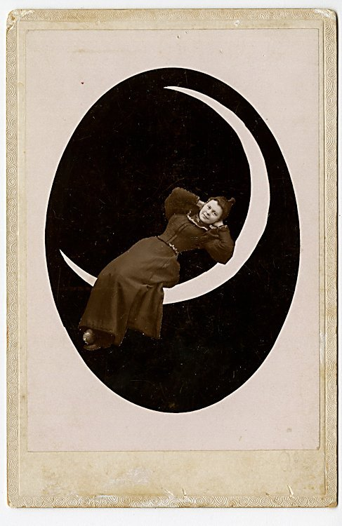 The moon. Five cabinet cards. - 4