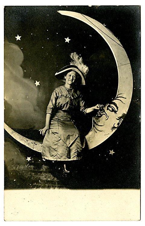 The moon. 13 photo postcards.