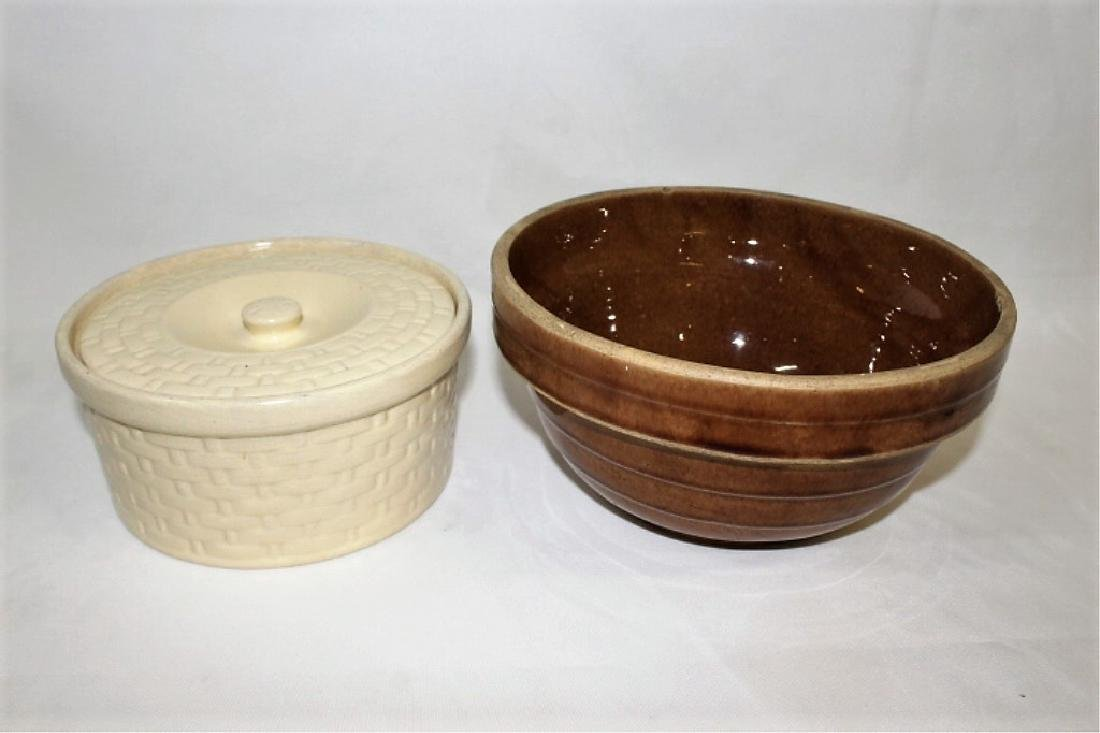 Brown Ribbed USA 9 inch Bowl & Well Covered Dish