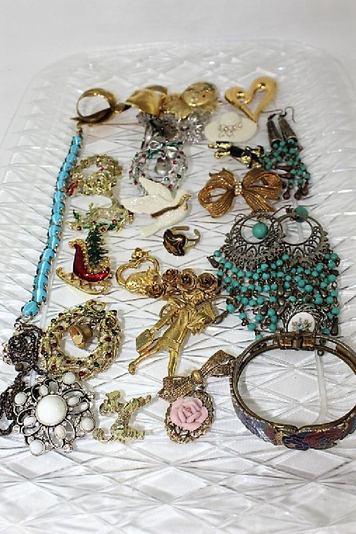 Lot of Costume Jewelry - various