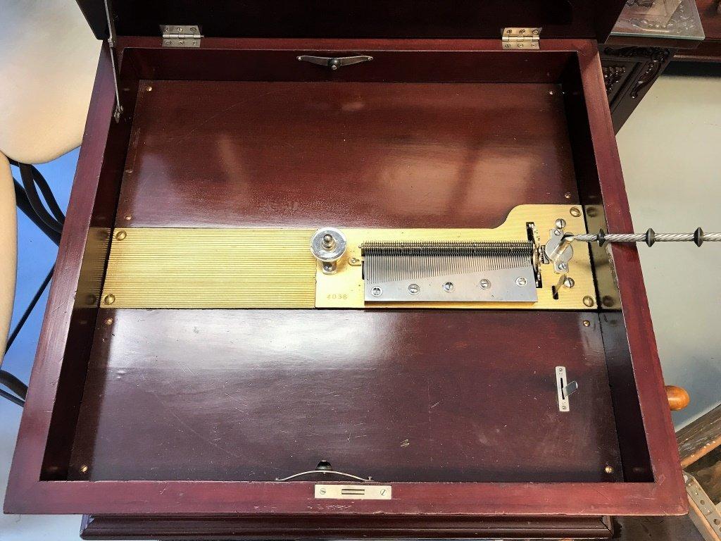 1860 New Century Music Box & 17 Discs - 6