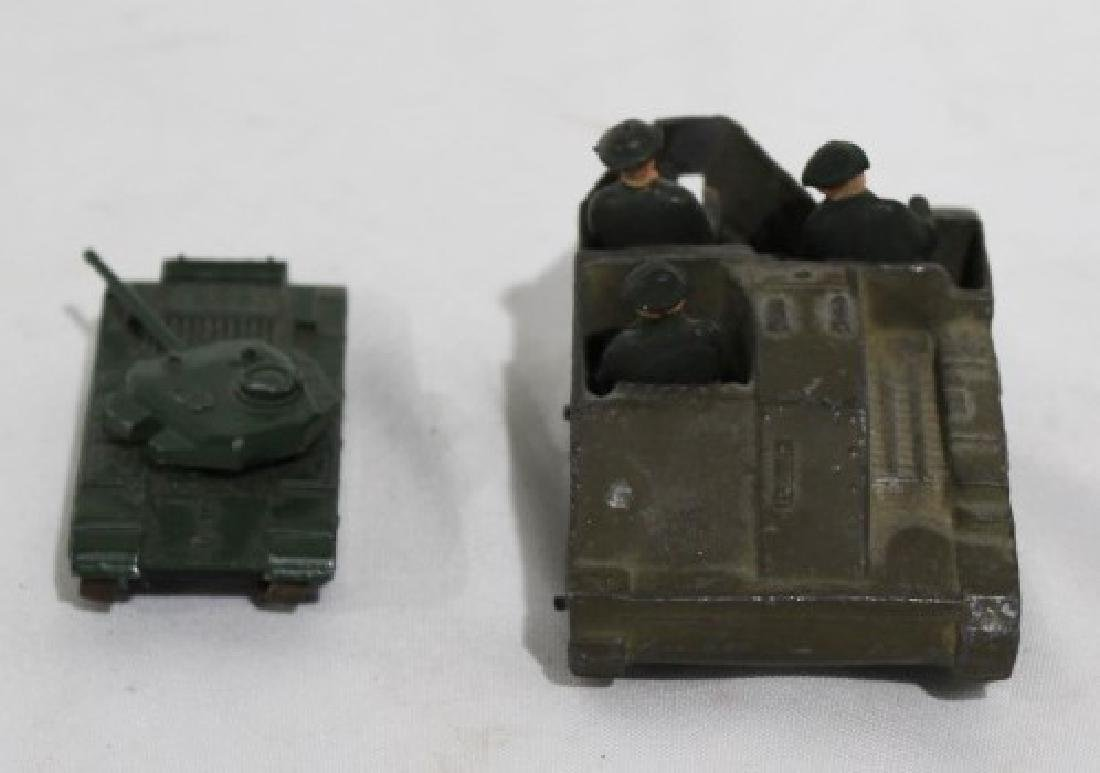 LTD Metal Tank & 3 Solders, Small metal tank - Lesney - 3