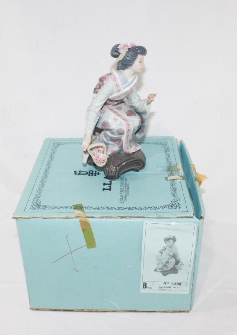 Lladro No 1448 - Japonesita en cuclillas
