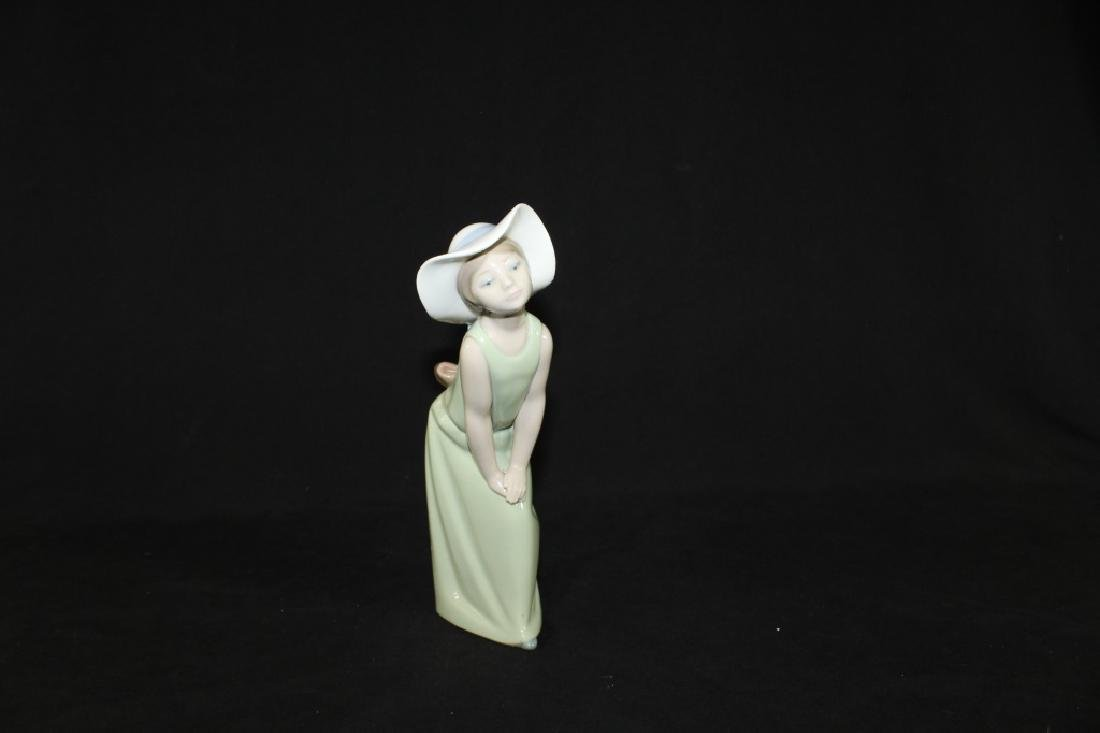 Lladro Curious Girl with Straw Hat 1978