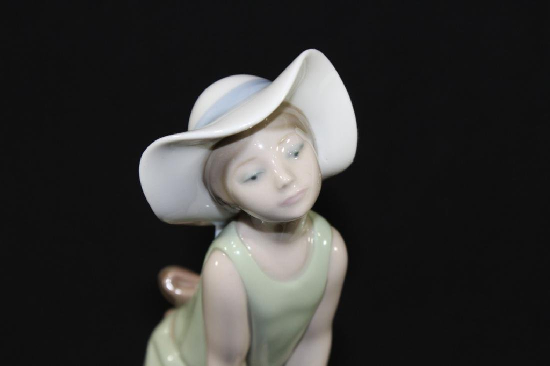 Lladro Curious Girl with Straw Hat 1978 - 2