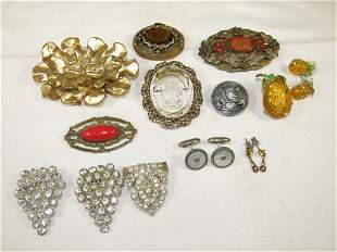 Lot of Vintage Costume Jewelry -Brooches,Clips etc