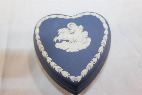 VINTAGE WEDGWOOD JASPERWARE BLUE HEART TRINKET BOX