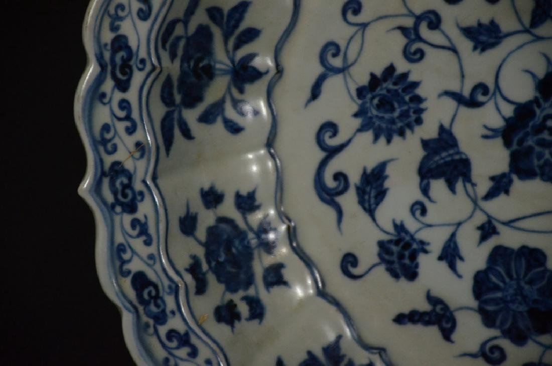 A BLUE AND WHITE LOTUS DISH - 6