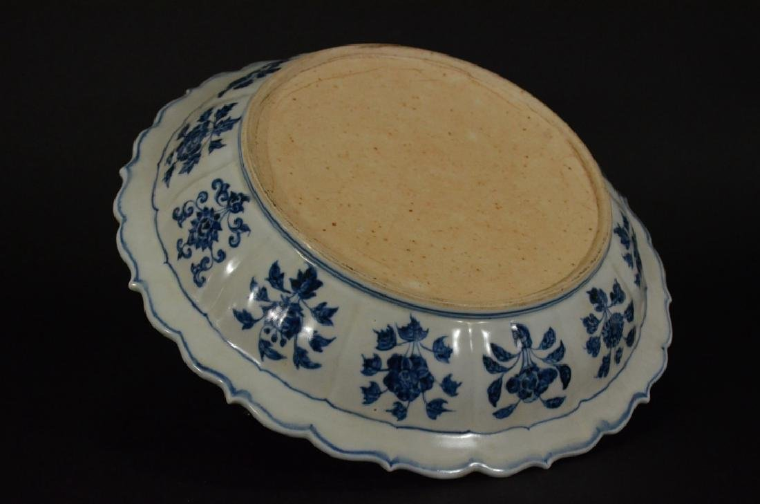 A BLUE AND WHITE LOTUS DISH - 8