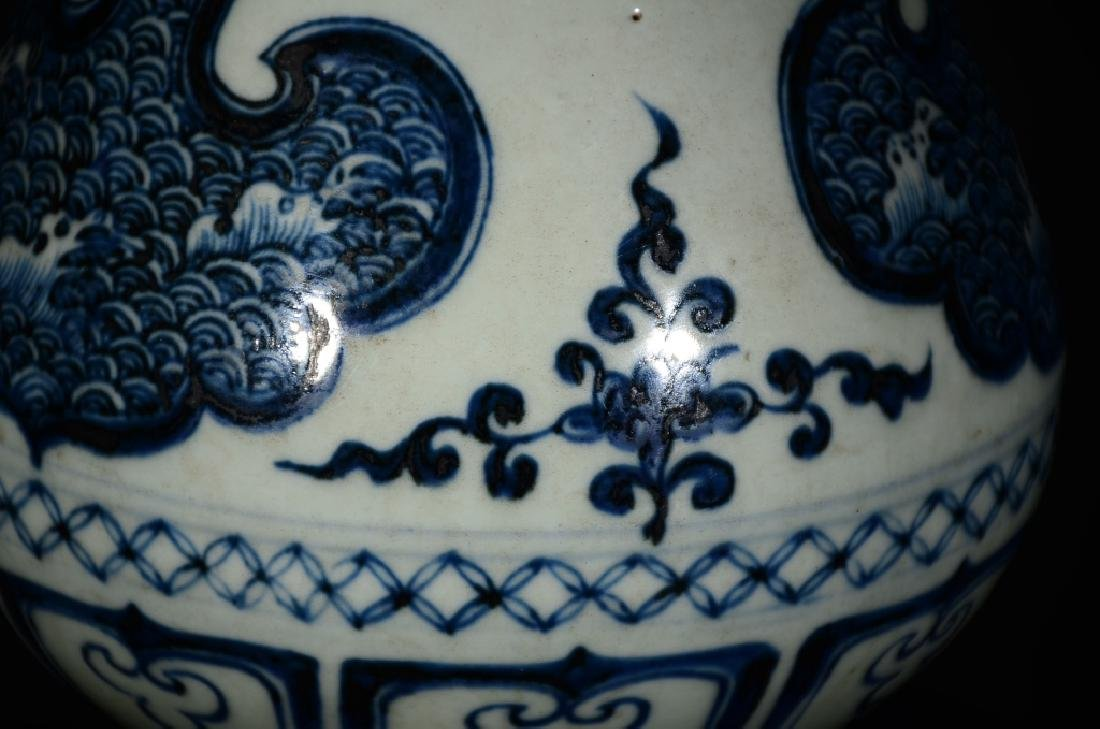 A BLUE AND WHITE WAVE VASE - 4