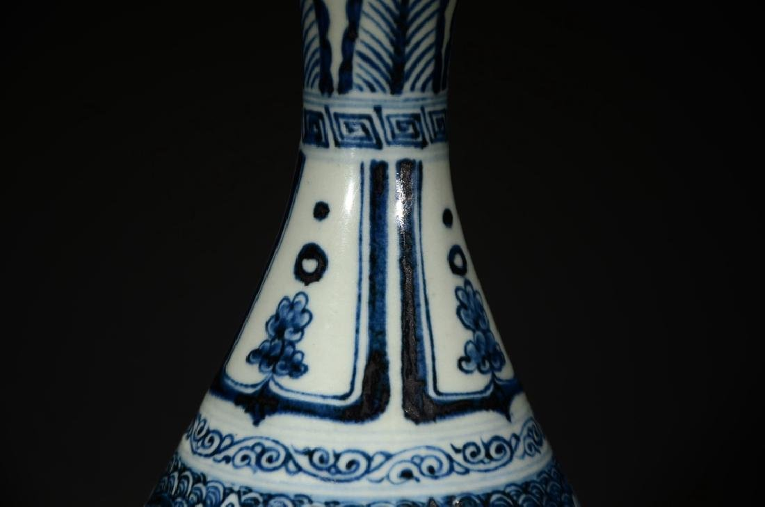 A BLUE AND WHITE WAVE VASE - 5