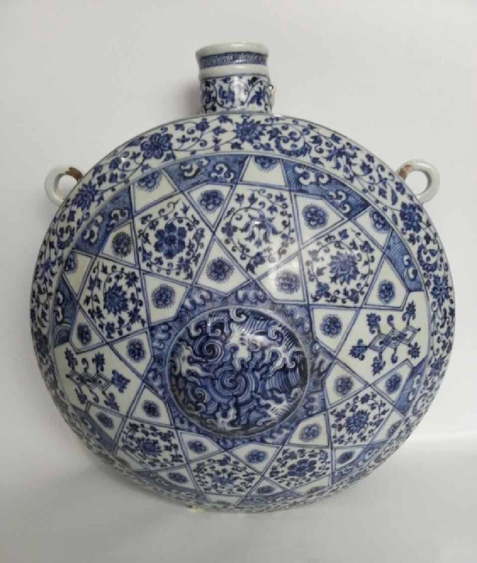 A BLUE AND WHITE FLAT VASE