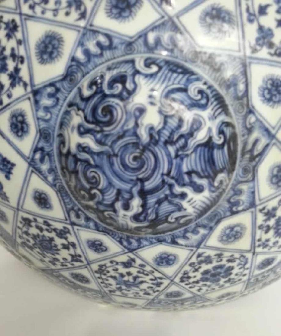 A BLUE AND WHITE FLAT VASE - 2