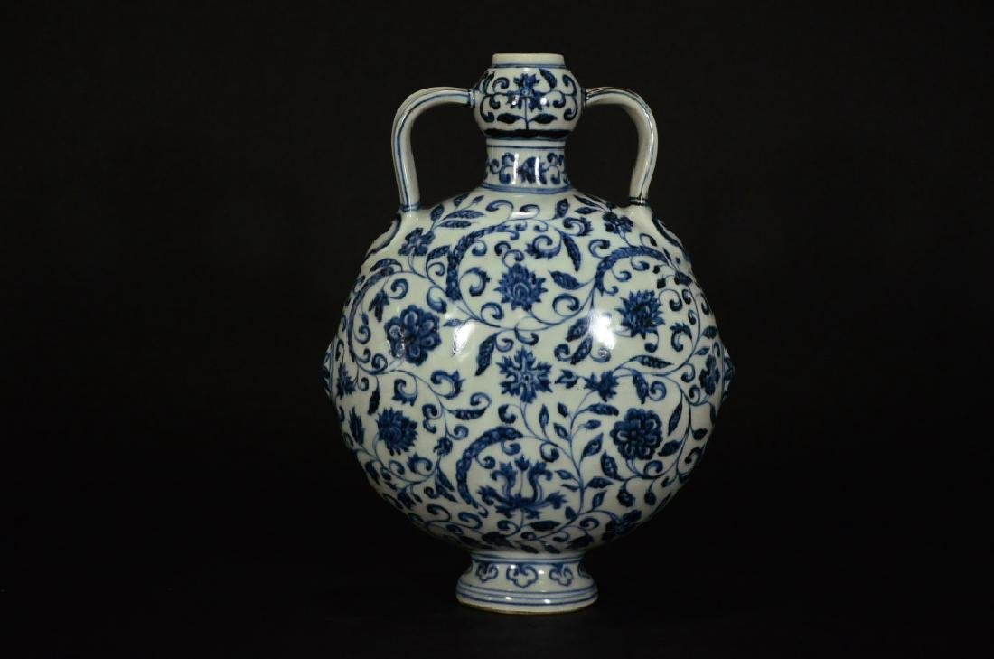 MING STYLE, A BLUE AND WHITE MOONFLASK - 2