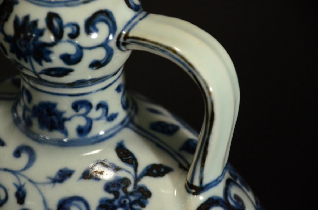 MING STYLE, A BLUE AND WHITE MOONFLASK - 5
