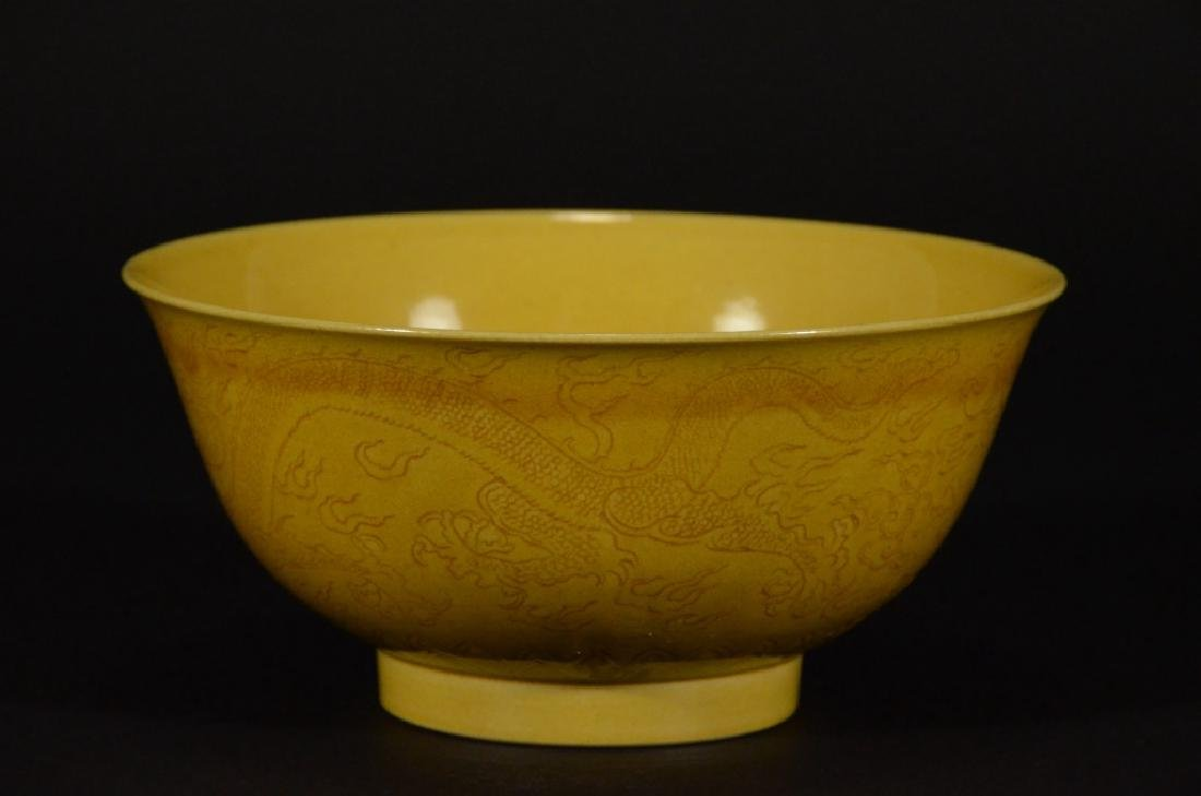 A YELLOW GLAZED BOWL WITH DRAGON PATTERN