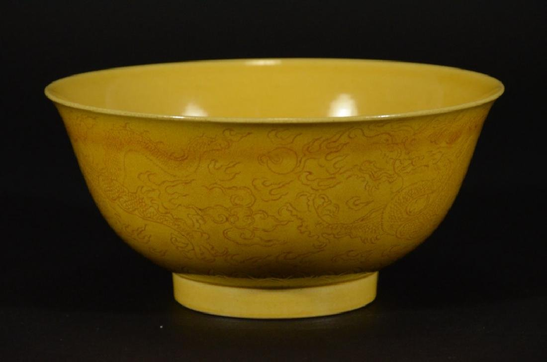 A YELLOW GLAZED BOWL WITH DRAGON PATTERN - 3
