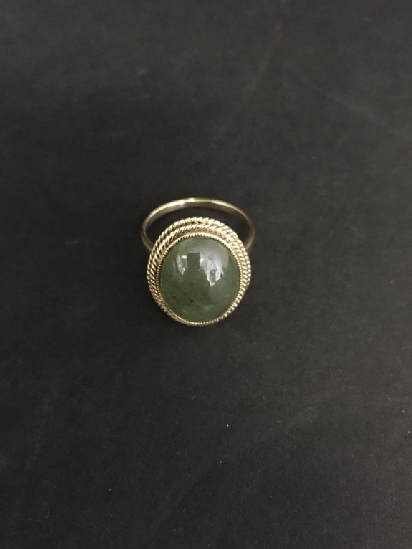 A NATURAL JADEITE RING WITH K GOLD SETTING
