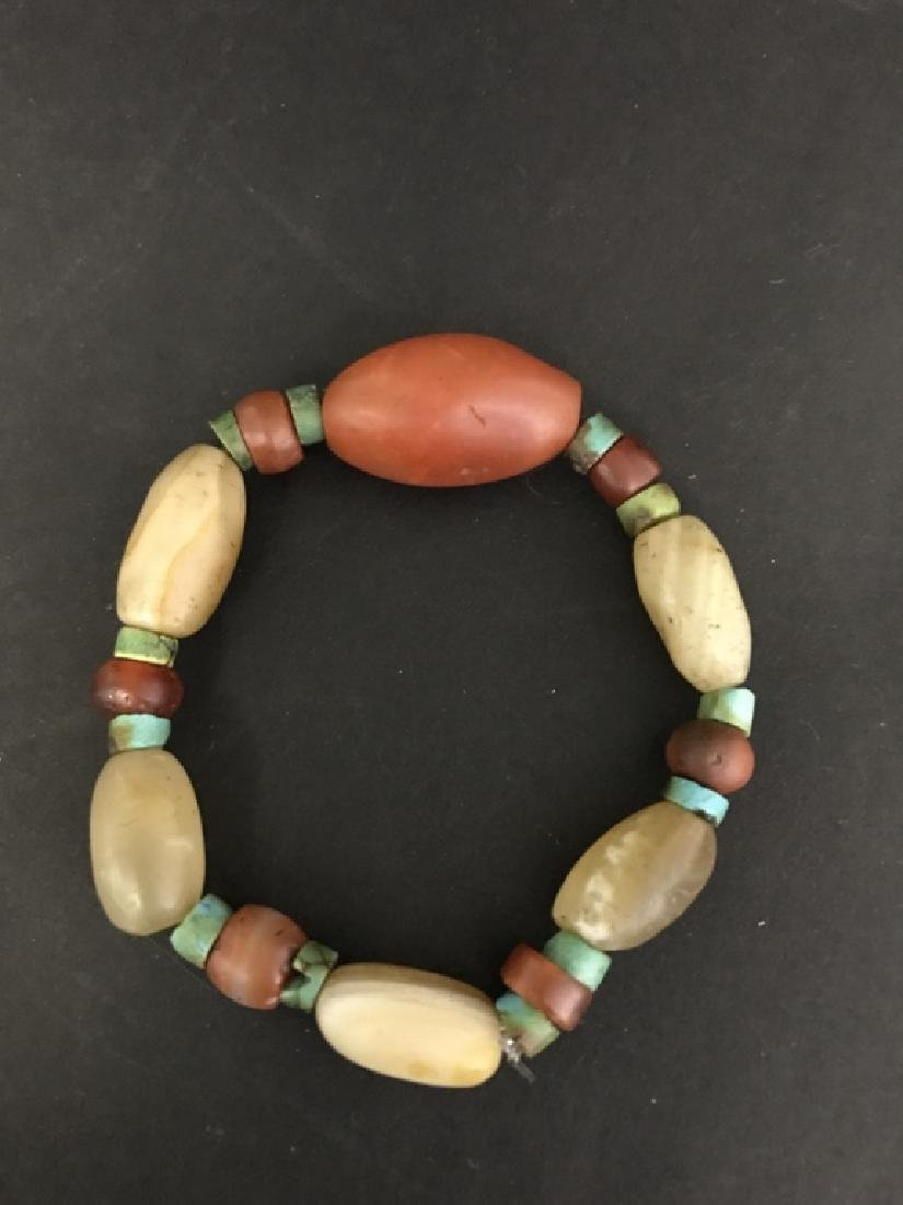 AN AMBER AND TURQUOISE BRACELET