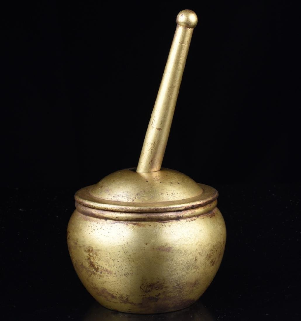 QIANLONG MARK A GILT BRONZE HERB CUP WITH A PESTLE