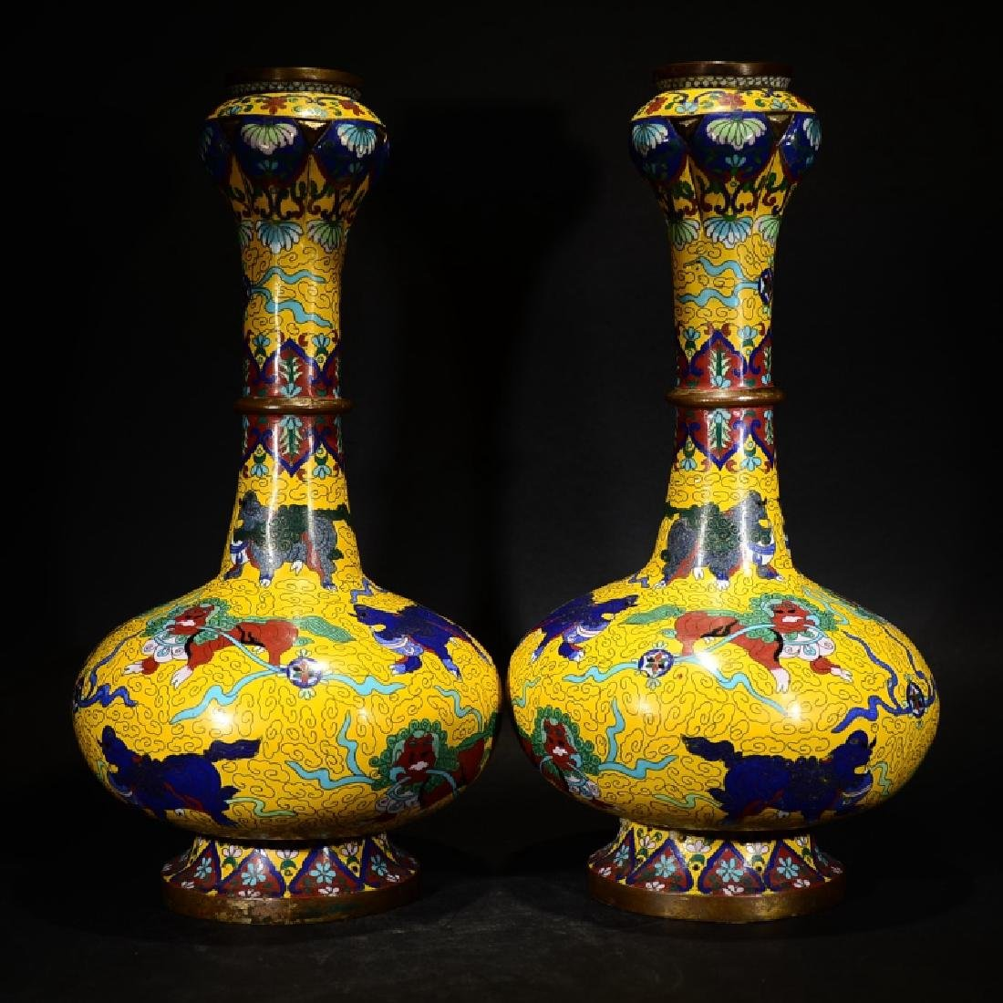 A PAIR OF CHINESE CLOISONNE ENMAEL GARLIC HEAD VASE