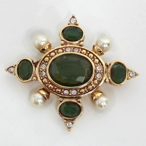 Gold plated antique style oval brooch with faux white - 2
