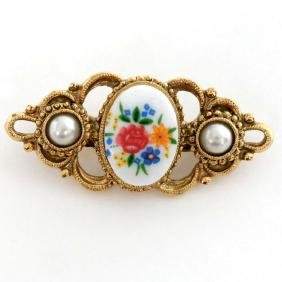 Gold plated vintage look brooch with white oval