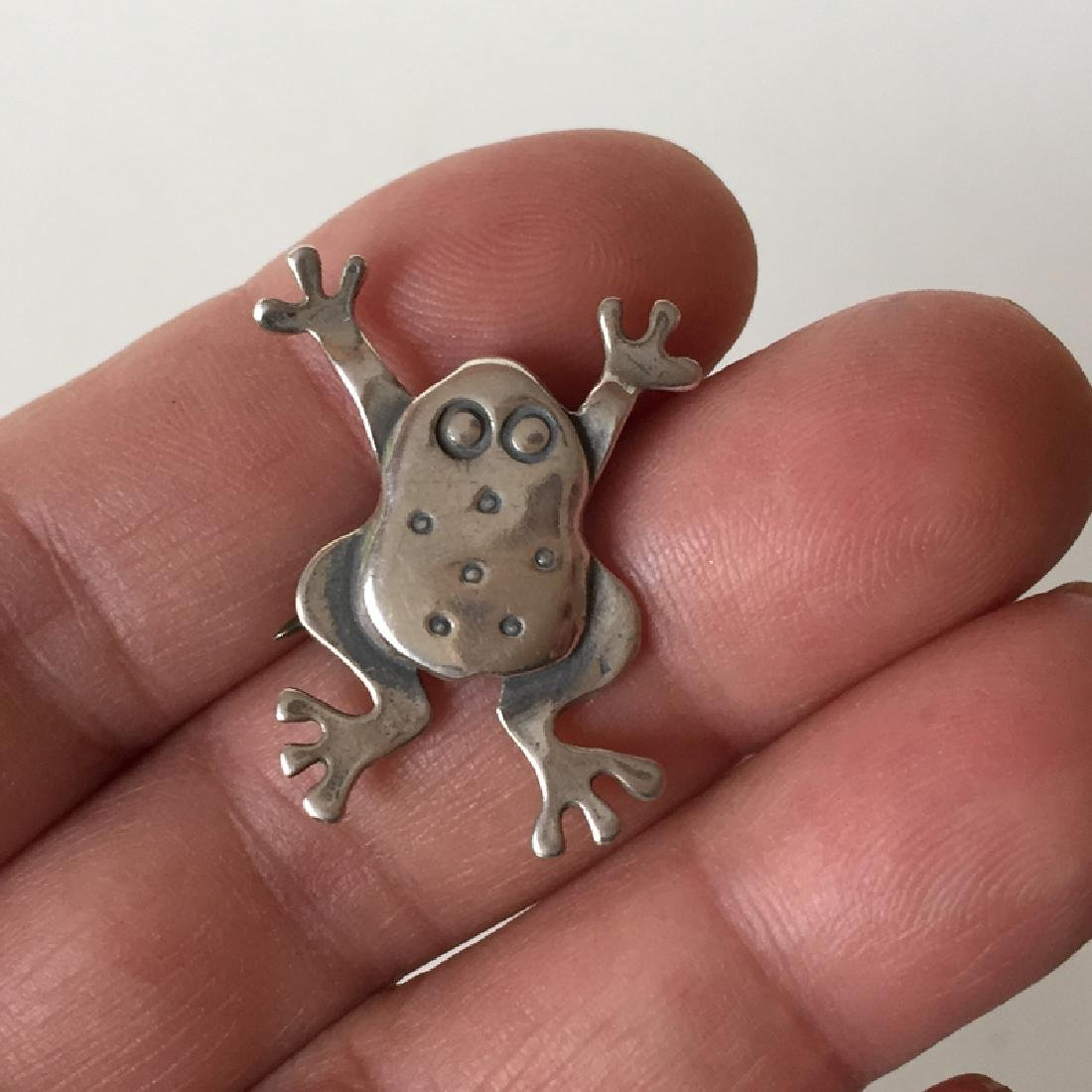 Sterling oxidized silver FROG shaped brooch - 4