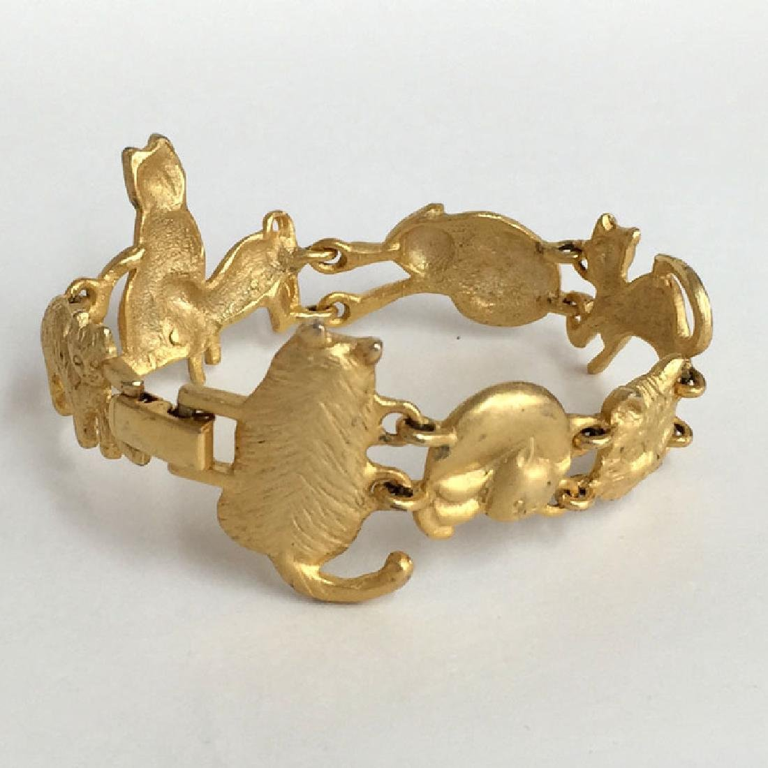 A.J.C.: Gold plated satin finish CATS shaped links - 8