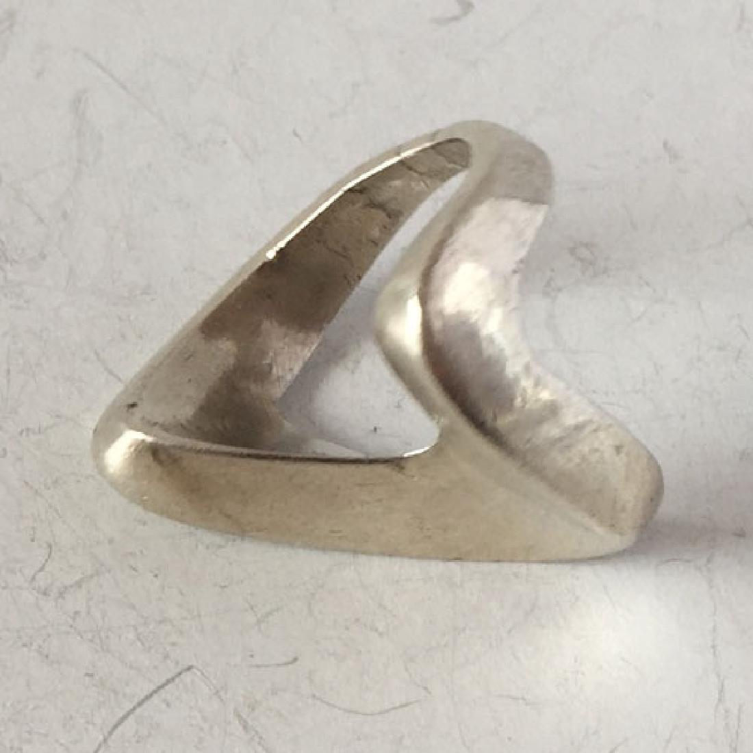 Vintage sterling silver V shape ring, size 6 - 3