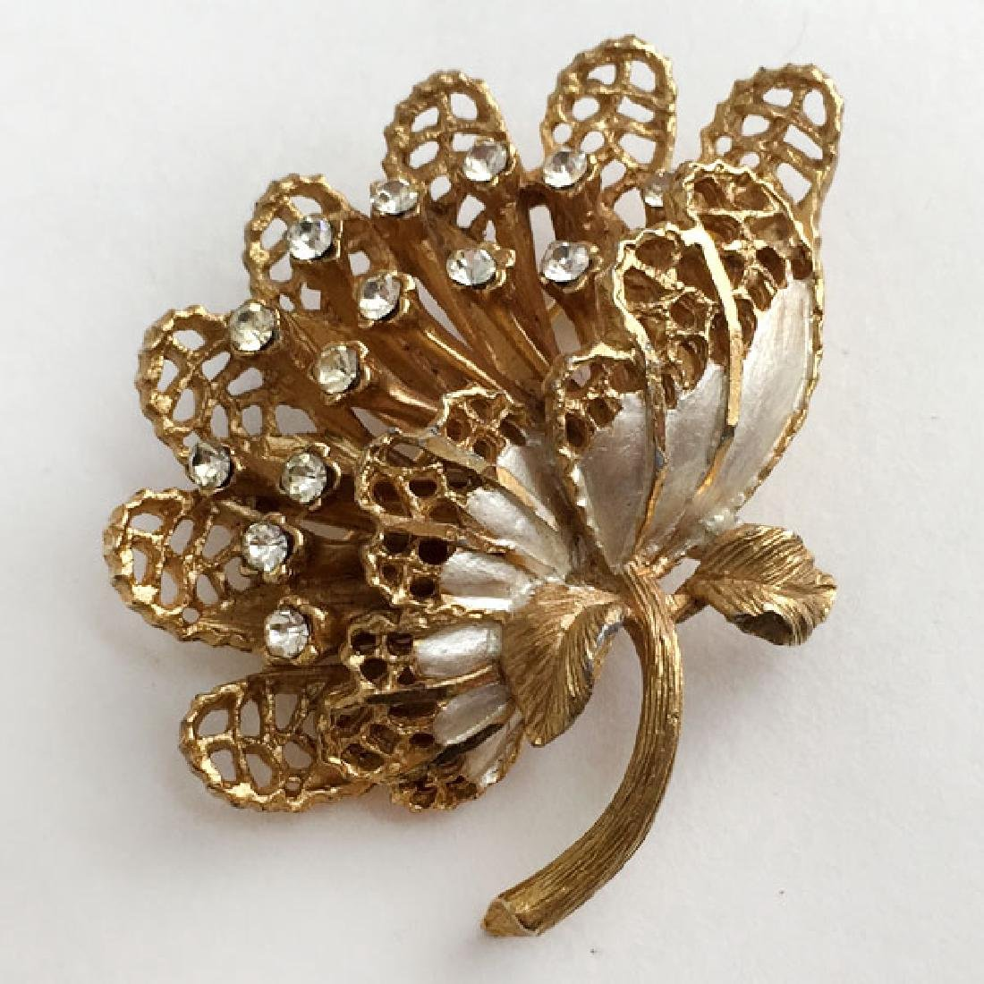 B.S.K.: Gold tone textured FLOWER shaped brooch with - 2