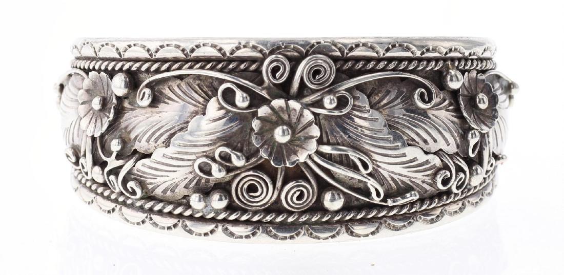 Vintage Masterpiece Leaf & Flower Design Bracelet