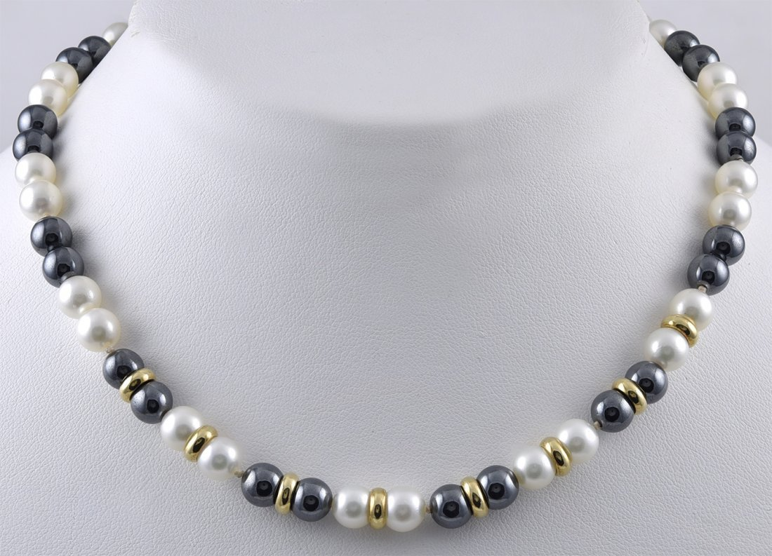 Alternating Black and White Pearl Necklace