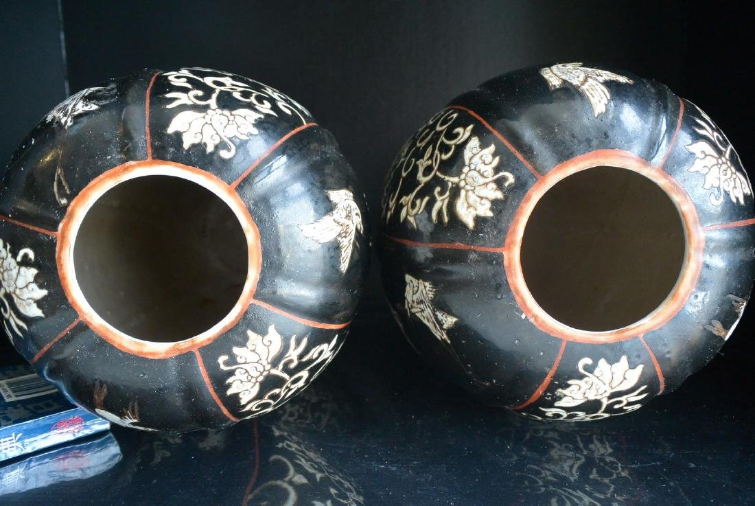 PAIR OF FINELY CHINESE PORCELAIN JARS WITH LID. H:37.2 - 9