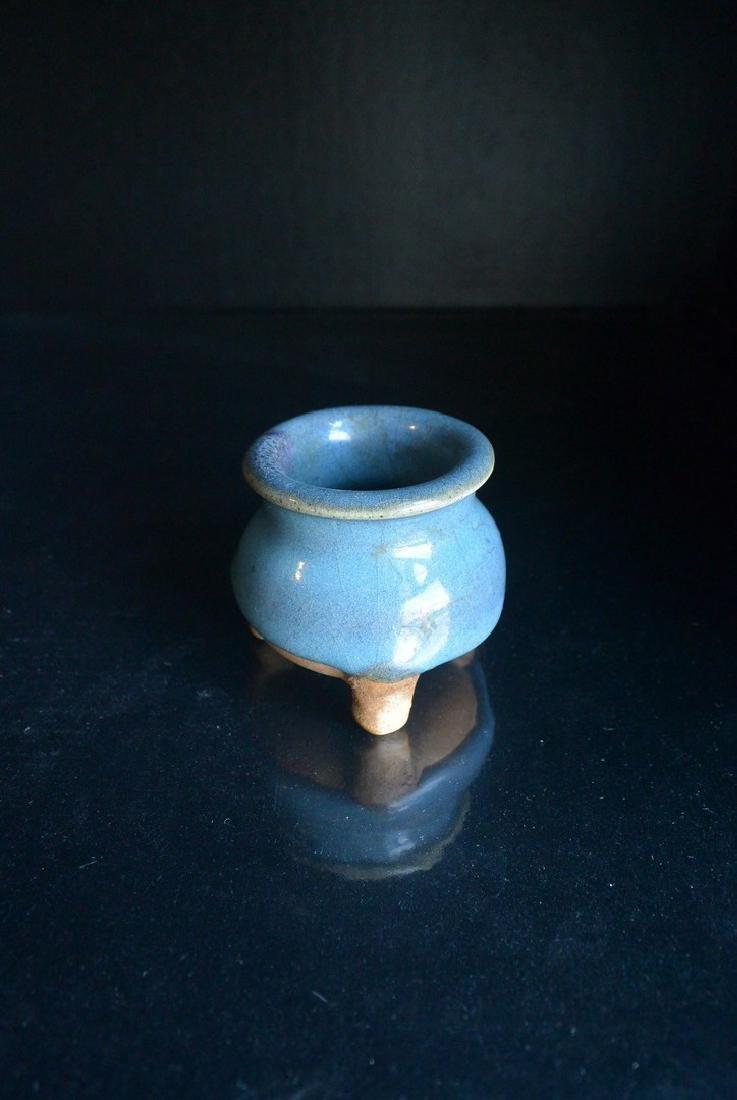 A Finely Song Dynasty Jun Yao glazed Tripod Censer