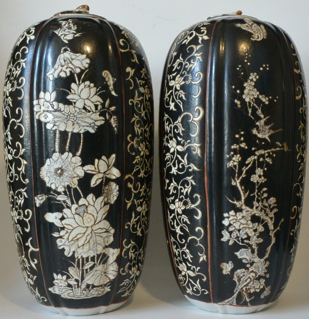 PAIR CHINESE PORCELAIN JAR WITH LID