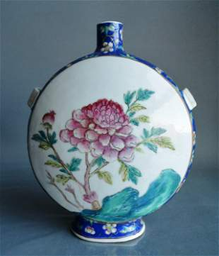 Porcelain, Chinese Famille Rose vase Qing Dynasty