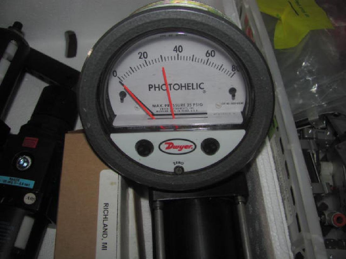 Pnuematic Air Cylinders Dwyer Photohelic Gauges - 8