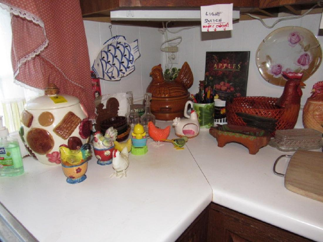 Counter Lot Wind Up Parakeet Chicken Items