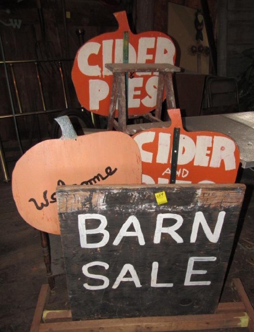 Apple / Pumpkin Signs Ladder Tabble Barn Sale