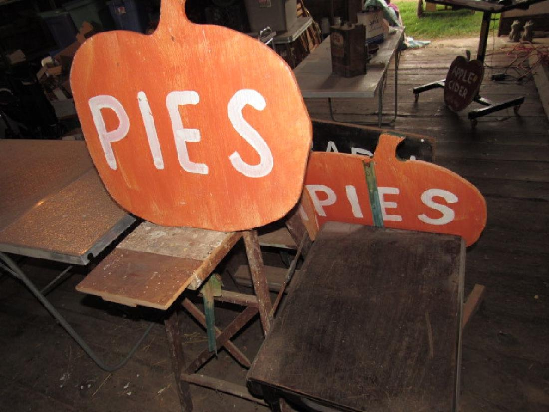 Apple / Pumpkin Signs Ladder Tabble Barn Sale - 4